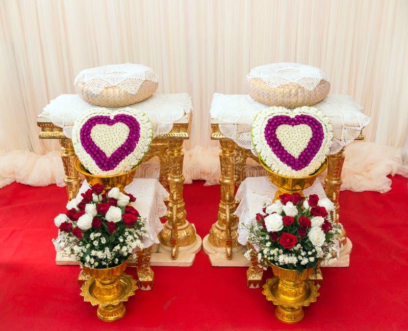 Vooraanzicht van boeketdecoratie voor hand het gieten in Thais huwelijk royalty-vrije stock foto