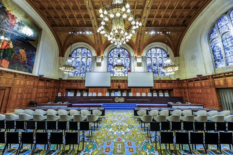 Vooraanzicht van de Internationaal Gerechtshofrechtszaal stock afbeelding