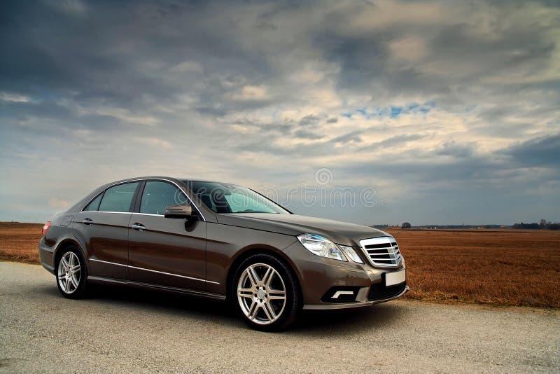 Vooraanzicht van een auto van de Luxe stock afbeeldingen