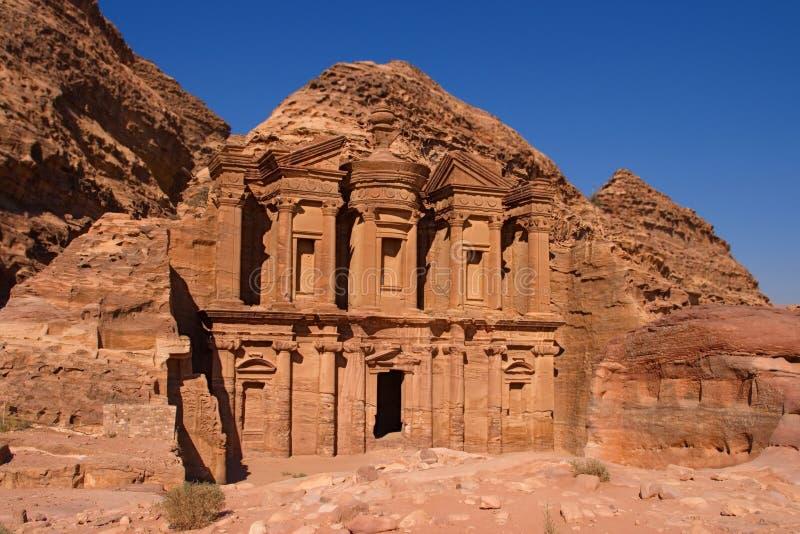 Vooraanzicht van Gr Deir of het Klooster, Jordanië stock foto