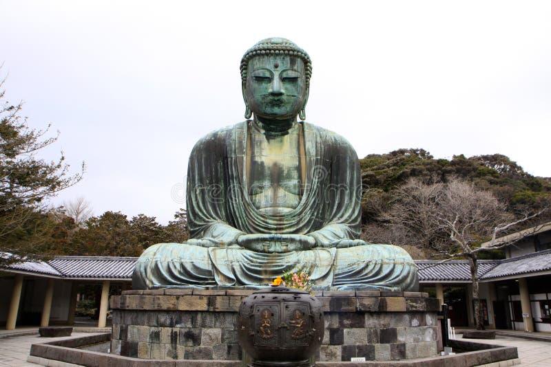 Vooraanzicht van het reuzestandbeeld van Daibutsu in zittingspositie royalty-vrije stock foto's