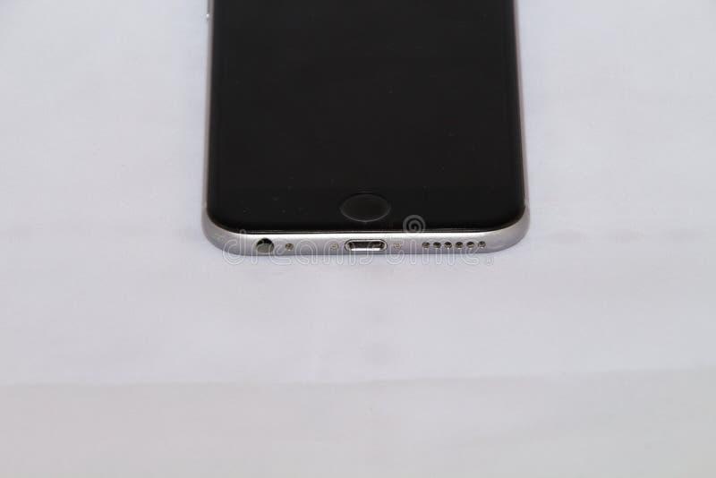 Vooraanzicht van Zilveren iPhone 6s stock afbeeldingen
