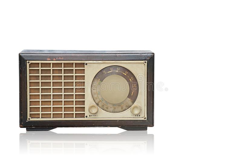Vooraanzichtdi snijden bruine oude Radio op witte geïsoleerde achtergrond, t royalty-vrije stock foto's
