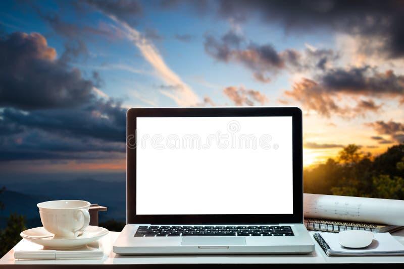 Vooraanzichtwerkruimte met computer, stock afbeeldingen