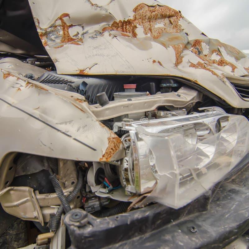 Voorauto die van ongeval wordt gesloopt royalty-vrije stock afbeeldingen