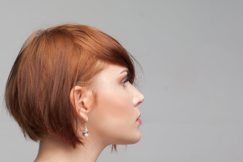 Voorbeeld van vrouwelijk kapsel Het portret van de schoonheid royalty-vrije stock foto