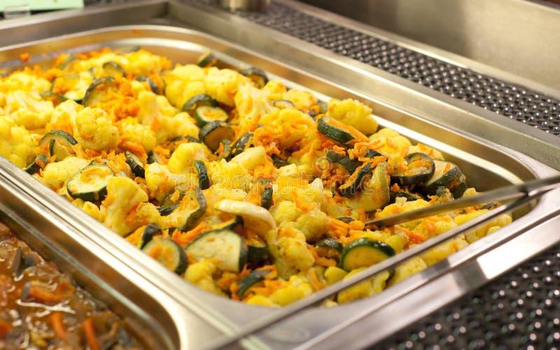 Voorbereide groenten in gastronomische container royalty-vrije stock afbeelding