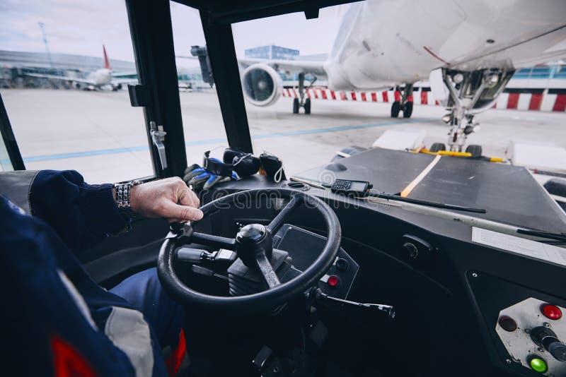 Voorbereiding van vliegtuig vóór vlucht royalty-vrije stock foto