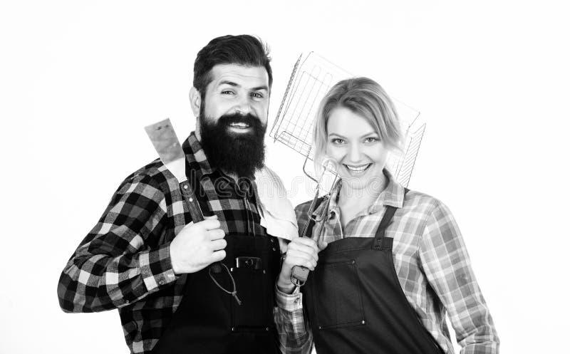 Voorbereiding van voedsel Mensen gebaard hipster en meisje Voorbereiding en culinair Paar in het keukengerei van de liefdegreep H royalty-vrije stock afbeelding