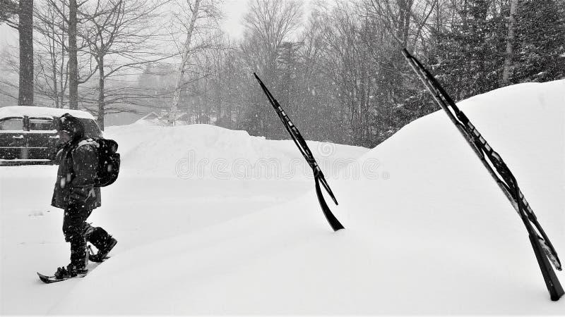 Voorbereiding voor Noordoostelijk de Winteronweer stock fotografie