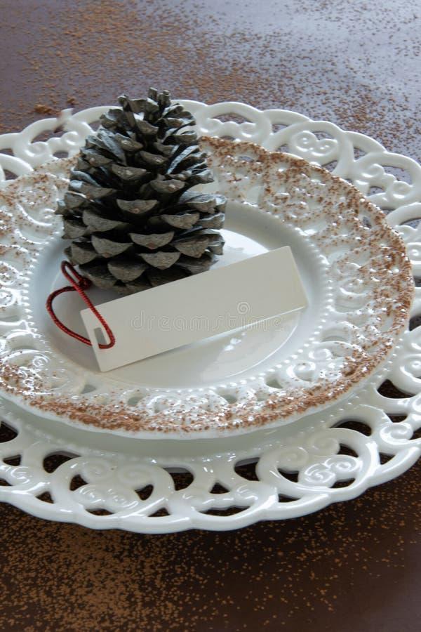 Voorbereidingen over het schikken van de lijst voor de wintervakantie De winterdecoratie stock afbeelding