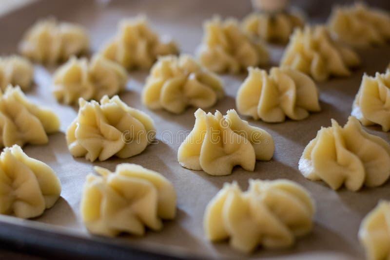 Voorbereidingsfase van Italiaanse desserts royalty-vrije stock afbeelding