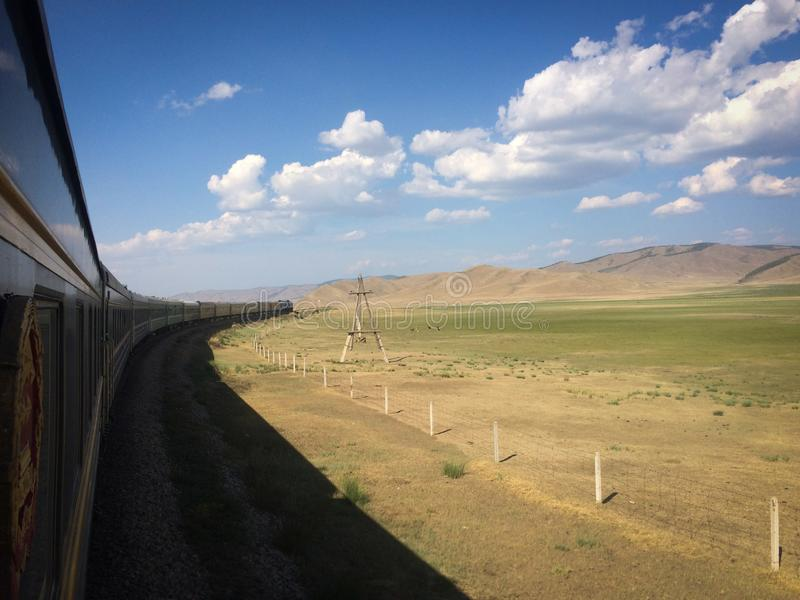 Voorbij trans Siberische spoorweg stock afbeelding