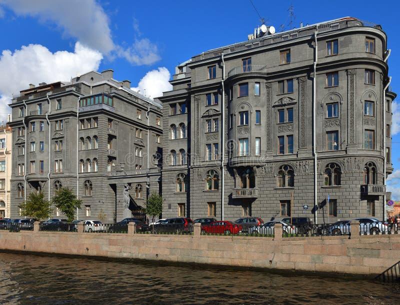 Voordelig Huis Vege Binnen vroeg gebouwd door architect Ovsyannikov - 20 Th c op Kryukov-Kanaaldijk royalty-vrije stock fotografie