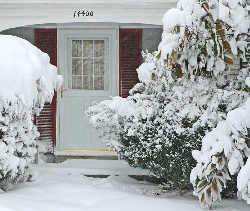 Voordeur en Gang in Grote Sneeuwstorm stock afbeeldingen