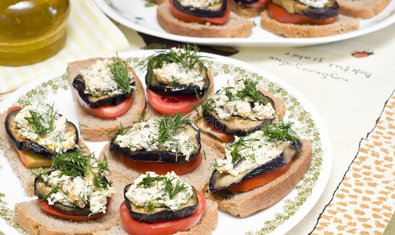 Voorgerecht van aubergine met kaas royalty-vrije stock fotografie
