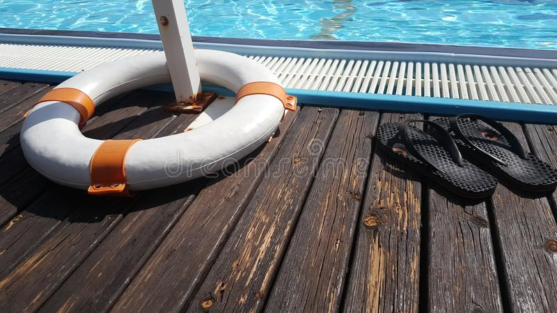 Voorgestelde zonnewarm waterpool stock fotografie