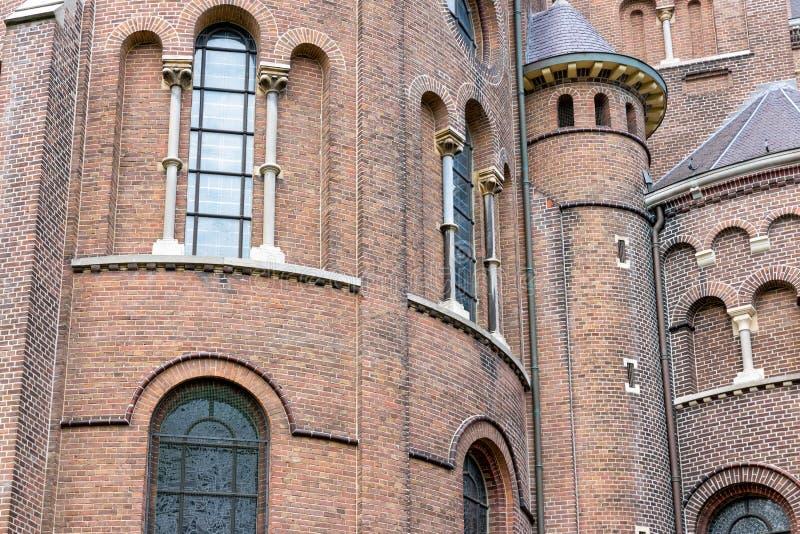 Voorgevel Nederlandse kerk met vensters en torens royalty-vrije stock afbeeldingen