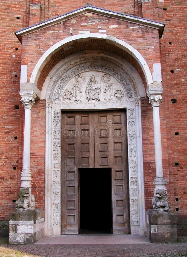 Voorgevel van de Abdij van Nonantola, lunette door Wiligelmo seconde XIXII, Modena, Italië royalty-vrije stock afbeeldingen