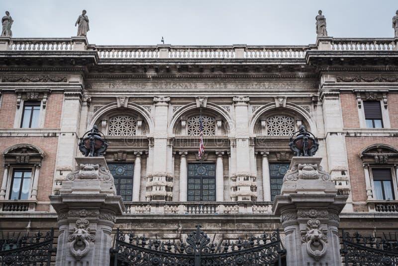 Voorgevel van de Amerikaanse Ambassade in Rome van de buitenkant royalty-vrije stock afbeeldingen