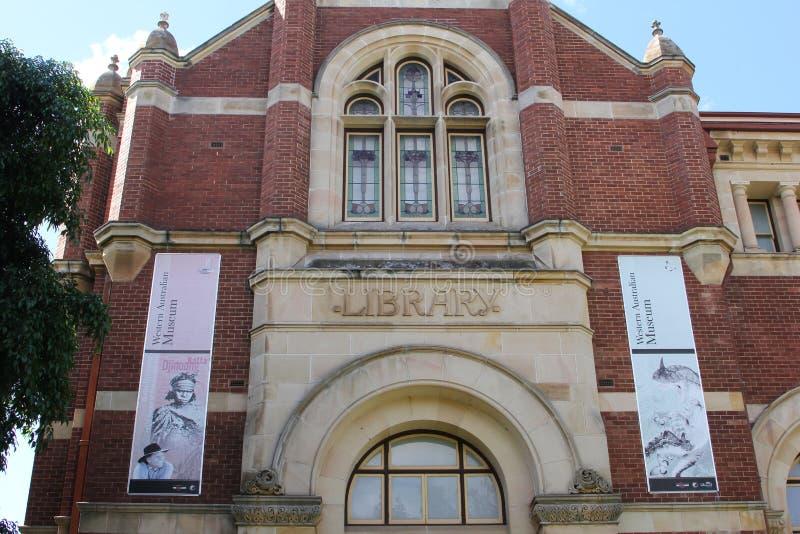 Voorgevel van de Bibliotheek van het Westelijke Australische Museum, Perth, Australië stock foto