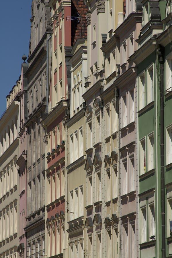 Voorgevel van de historische bouw in stadscentrum van Wroclaw, Polen stock afbeelding