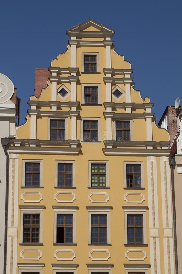 Voorgevel van de historische bouw in stadscentrum van Wroclaw, Polen royalty-vrije stock foto