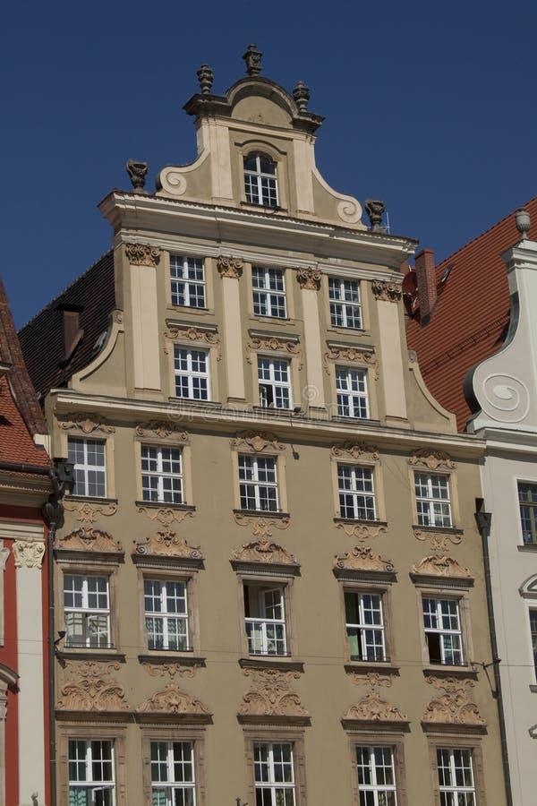 Voorgevel van de historische bouw in stadscentrum van Wroclaw, Polen royalty-vrije stock foto's