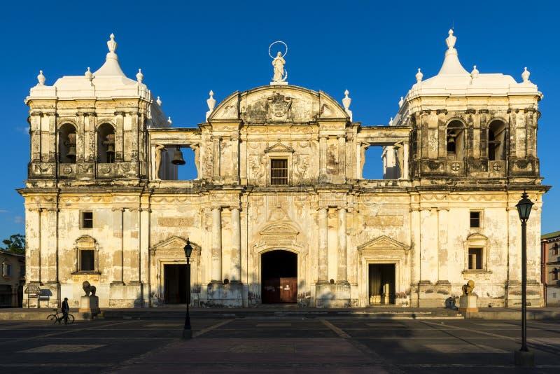 Voorgevel van de Kathedraal van Leon Our Lady van Grace Cathedral in Nicaragua, Midden-Amerika royalty-vrije stock afbeelding