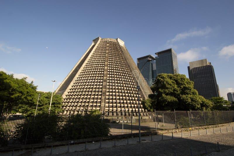 Voorgevel van de kegelvormige metropolitaanse kathedraal Rio de Janeiro in het centrum van de stad stock afbeelding