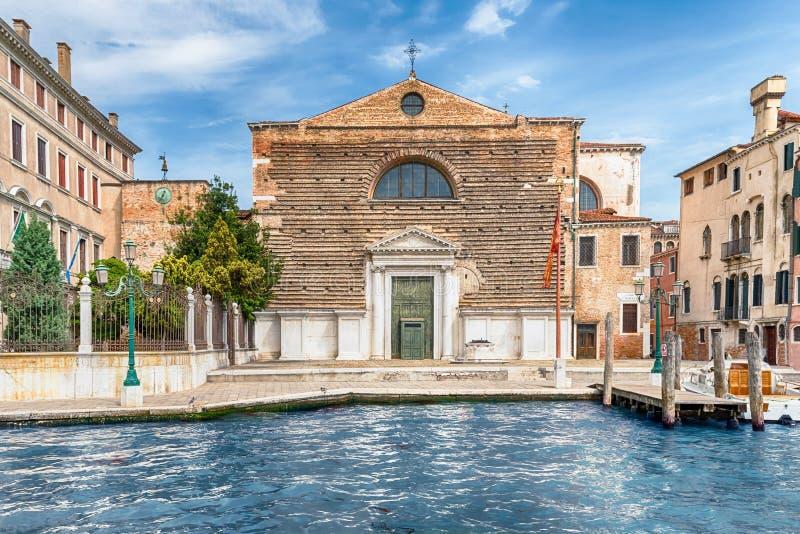 Voorgevel van de Kerk die van San Marcuola Grand Canal, Venetië, Italië onder ogen zien stock foto's