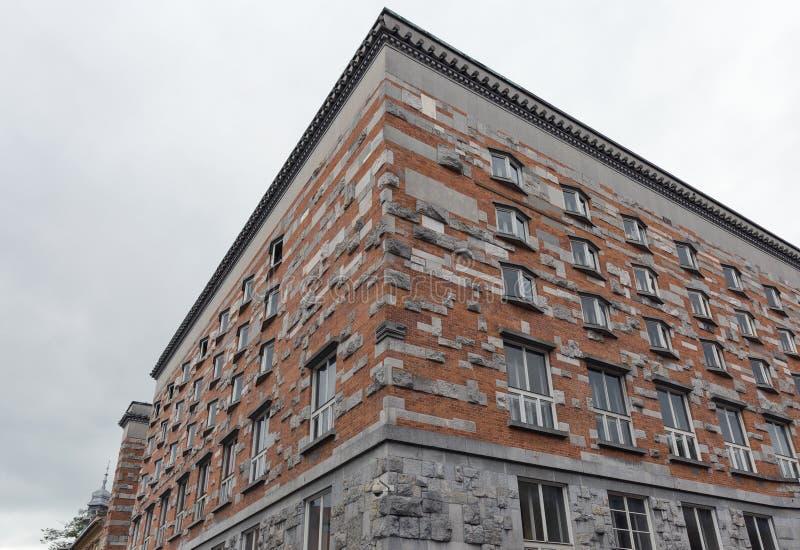 Voorgevel van de Nationale Bibliotheek in Ljubljana, Slovenië stock afbeeldingen