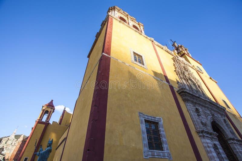 Voorgevel van de Parroquia DE Baslica Colegiata DE Nuestra Senora de Guanajuato kerk in Guanajuato - Mexico stock afbeeldingen