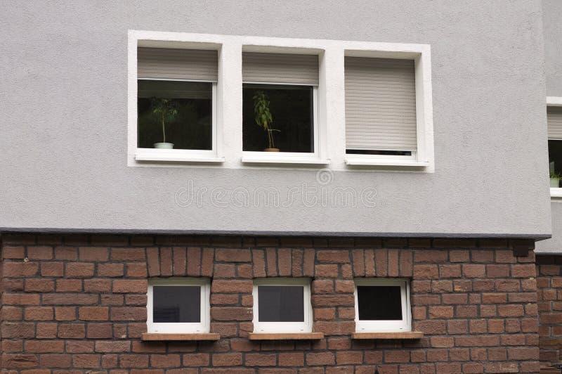 Voorgevel van een Duits huis met zes vensters royalty-vrije stock foto's