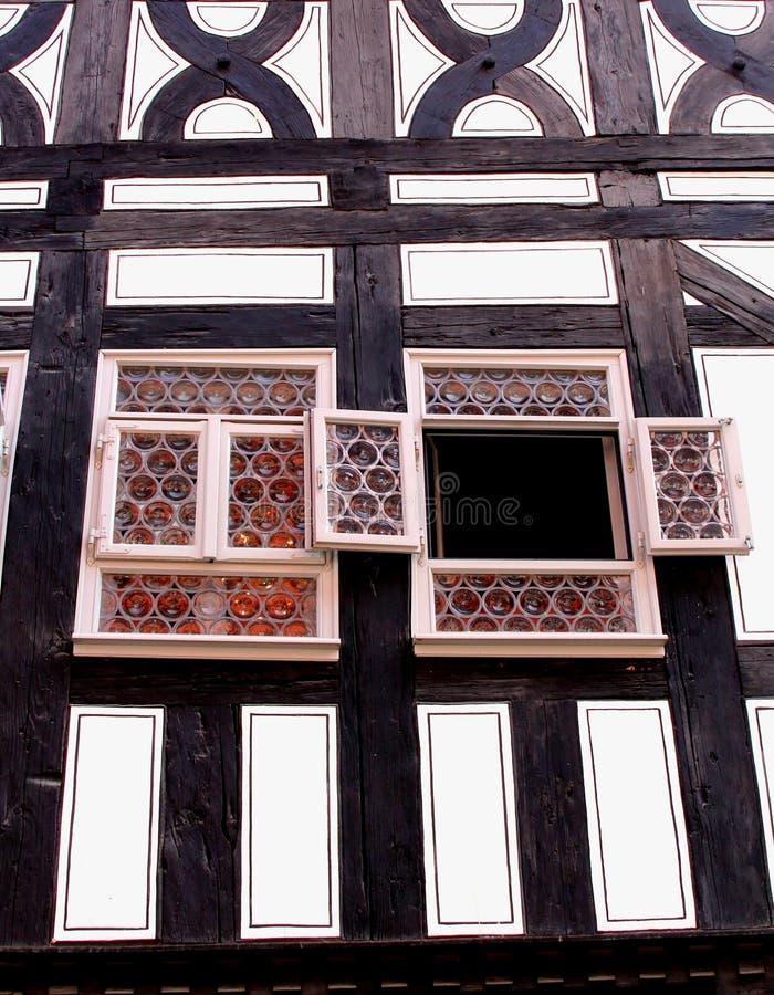Voorgevel van een fachwerkhuis in Kraemerbruecke royalty-vrije stock foto
