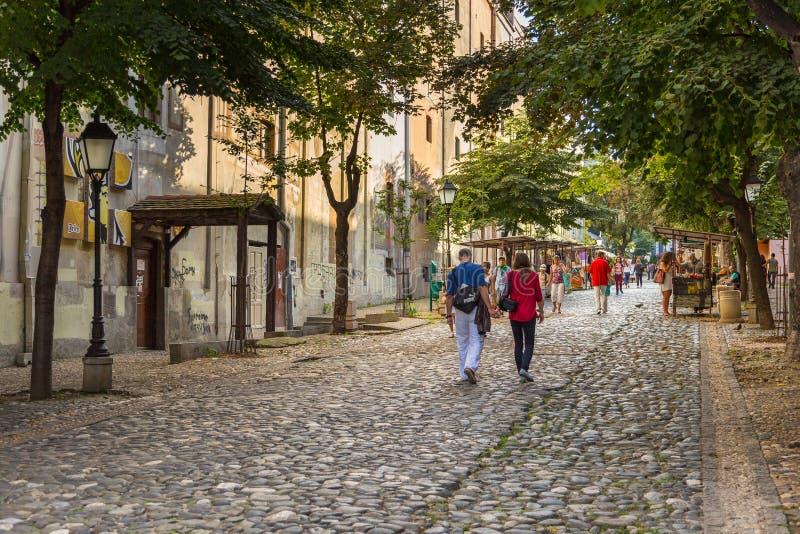 Voorgevel van een huurkazerne in de oude stad van Belgrado, Servië stock afbeeldingen
