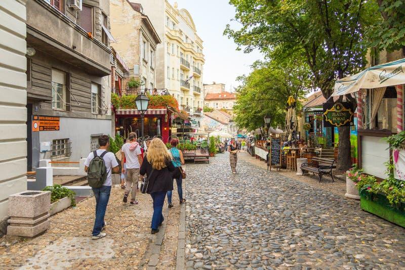 Voorgevel van een huurkazerne in de oude stad van Belgrado, Servië royalty-vrije stock foto's