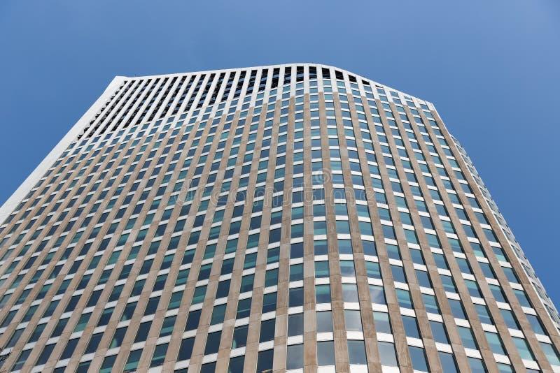 Voorgevel van een wolkenkrabber in de stad van Den Haag, Nederland royalty-vrije stock foto