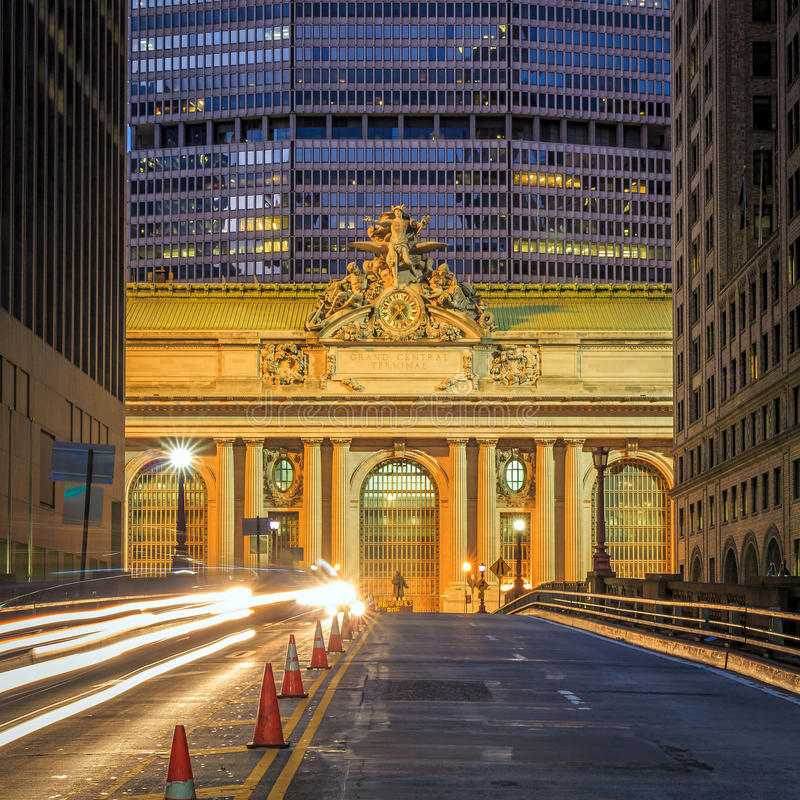 Voorgevel van Grand Central -Terminal bij schemering in New York royalty-vrije stock foto