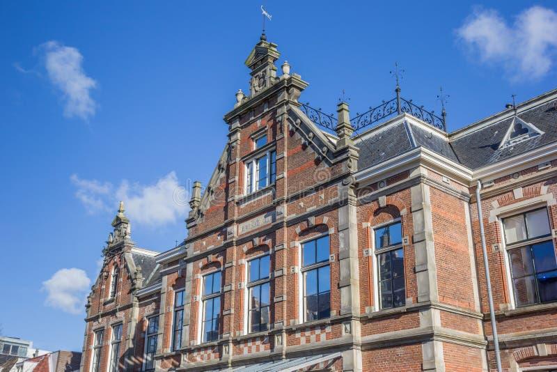Voorgevel van het historische nieuwe weeshuis in Leeuwarden stock afbeelding