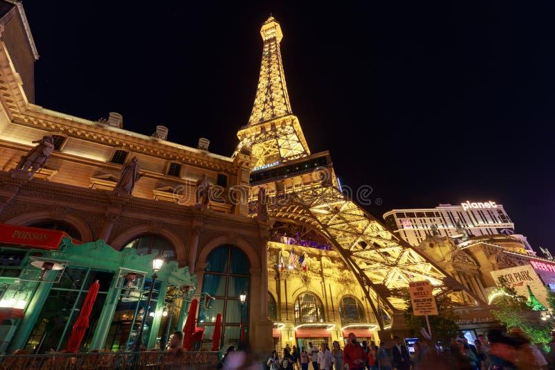Voorgevel van het hotel en het Casino van Parijs Las Vegas bij nacht in de strook van Las Vegas stock afbeelding