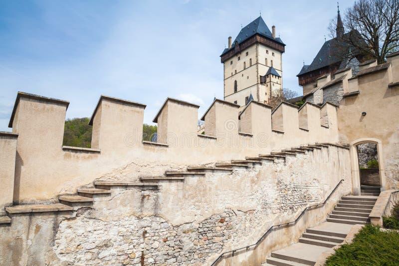 Voorgevel van het Karlstejn de gotische kasteel, Tsjechische Republiek royalty-vrije stock foto