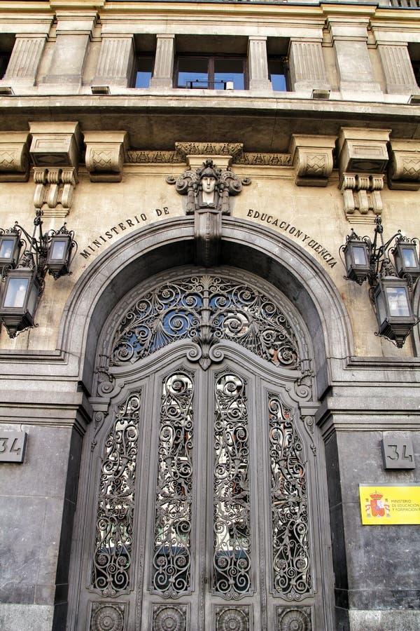 Voorgevel van het Ministerie van Onderwijs en Wetenschap in Madrid royalty-vrije stock foto's