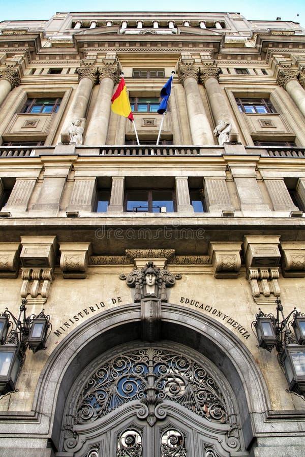 Voorgevel van het Ministerie van Onderwijs en Wetenschap in Madrid stock afbeeldingen