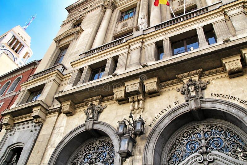 Voorgevel van het Ministerie van Onderwijs en Wetenschap in Madrid royalty-vrije stock afbeelding