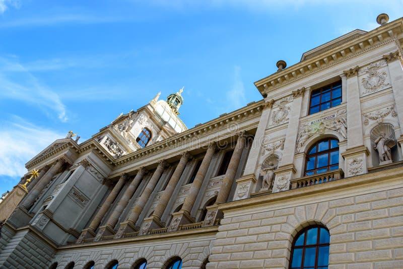Voorgevel van het Nationale Museum van Praag, Tsjechische republiek royalty-vrije stock afbeeldingen