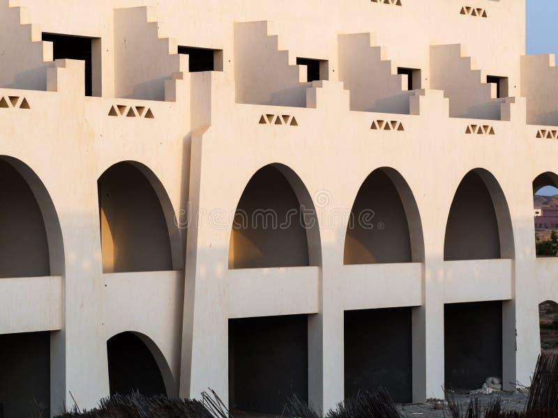 Voorgevel van het onvolledige hotel in Egypte royalty-vrije stock fotografie