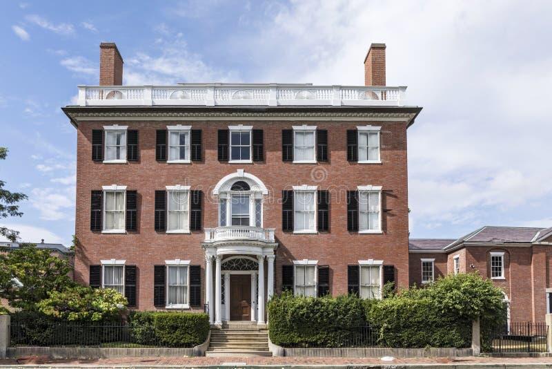 Voorgevel van het oude victorian huis van de stijlbaksteen in Salem stock afbeeldingen