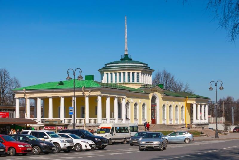 Voorgevel van het Stationgebouw in Pavlovsk, Rusland stock afbeelding