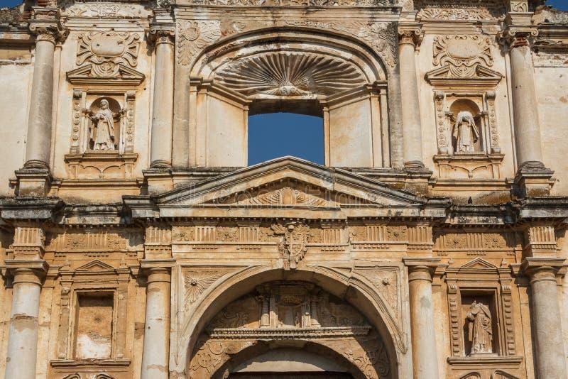 Voorgevel van kerk in Antigua Guatemala stock foto's